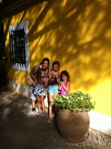 My cousin Cristina and my girls... ;)
