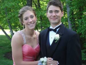 Lindy and Christopher pose fo Senior Prom photos